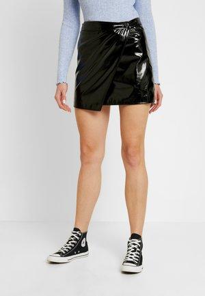 ADORABLE CARO PATENT OVERLAPMINI SKIRT - Mini skirt - black