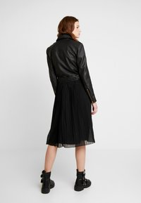 NA-KD - PLEATED SKIRT - A-line skjørt - black - 2