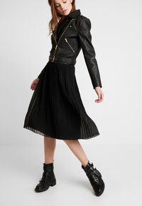 NA-KD - PLEATED SKIRT - A-line skjørt - black - 3