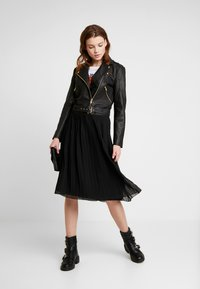 NA-KD - PLEATED SKIRT - A-line skjørt - black - 1