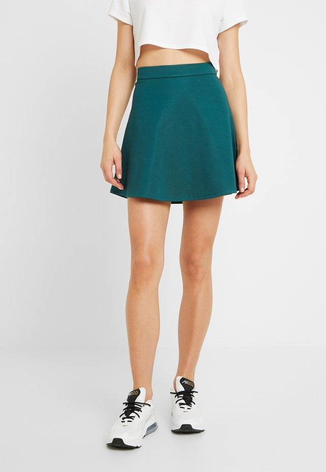Pamela Reif x NA-KD HIGH WAIST SKATER MINI SKIRT - A-Linien-Rock - green