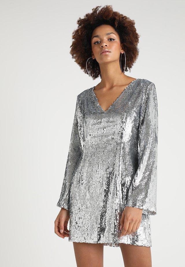 EMELIE BRITING LONG SLEEVE SEQUIN DRESS - Cocktail dress / Party dress - silver