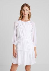 NA-KD - JULIAWIENIAWA DRAPED A LINED DRESS - Vestido informal - white - 0