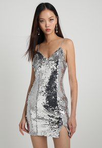 NA-KD - SHORT SLIP DRESS - Robe de soirée - silver - 0