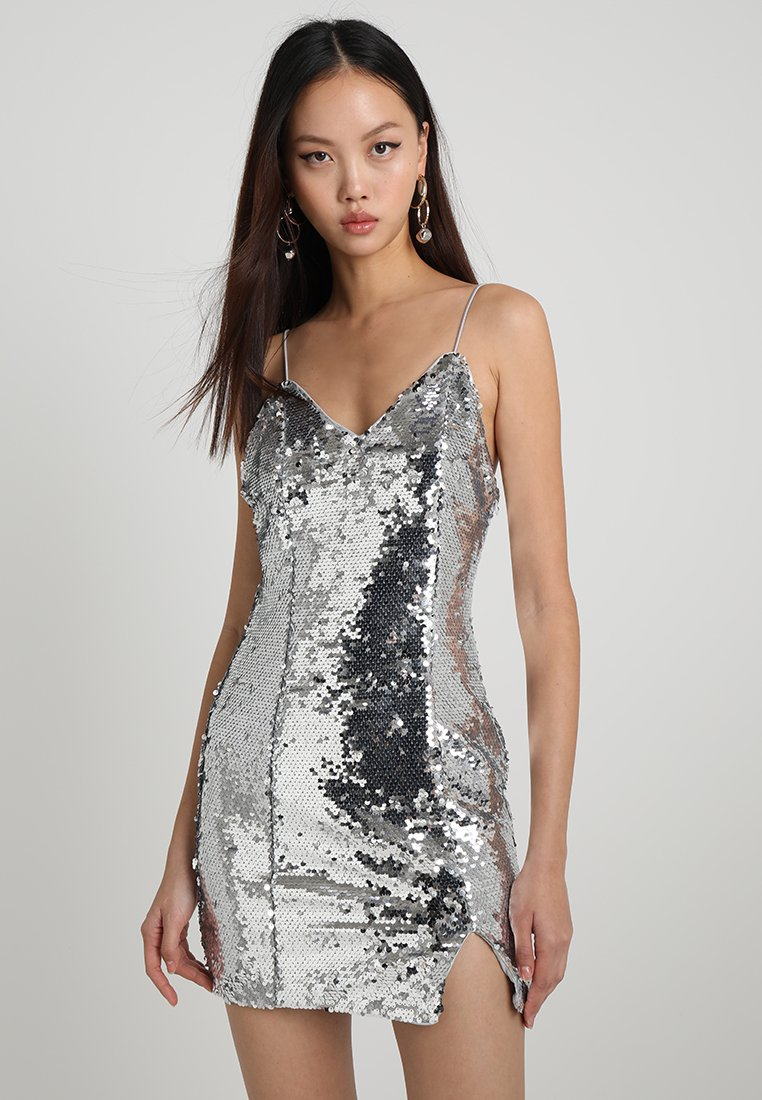 NA-KD - SHORT SLIP DRESS - Robe de soirée - silver