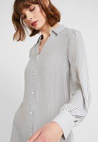 NA-KD - MIDI STRIPED DRESS - Košilové šaty - black/white - 3