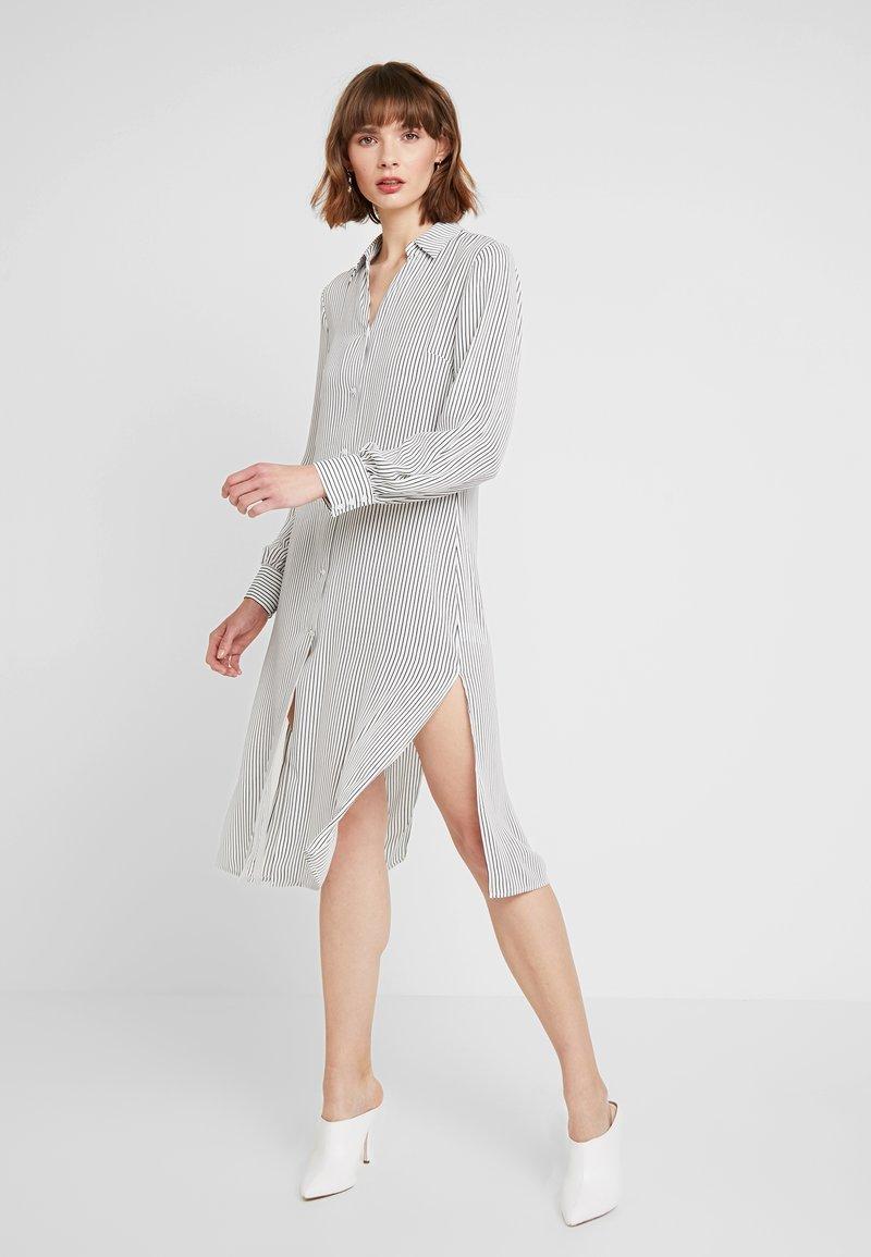 NA-KD - MIDI STRIPED DRESS - Košilové šaty - black/white