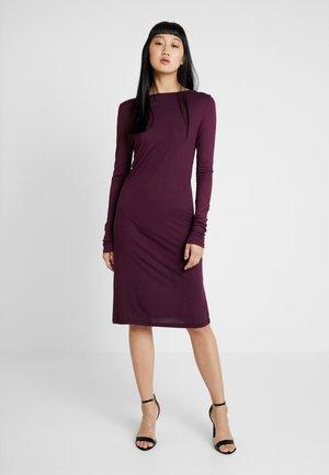 DEEP BACK DRESS - Shift dress - bordeaux