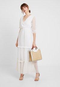 NA-KD - KAE SUTHERLAND DETAIL DRESS - Maxi-jurk - white - 2