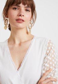 NA-KD - KAE SUTHERLAND DETAIL DRESS - Maxi-jurk - white - 4