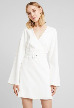 LINN AHLBORG OPEN BACK MINI DRESS - Denní šaty - white