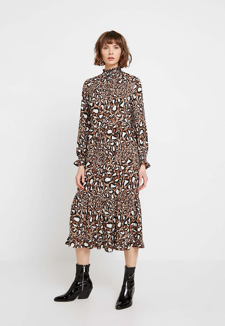 NA-KD - SMOCK NECK PRINTED DRESS - Maxi-jurk - brown