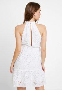 NA-KD - GRADUATION DROP HIGH NECK ANGLAISE DRESS - Denní šaty - white - 2