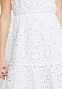 NA-KD - GRADUATION DROP HIGH NECK ANGLAISE DRESS - Denní šaty - white - 5