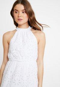 NA-KD - GRADUATION DROP HIGH NECK ANGLAISE DRESS - Denní šaty - white - 3