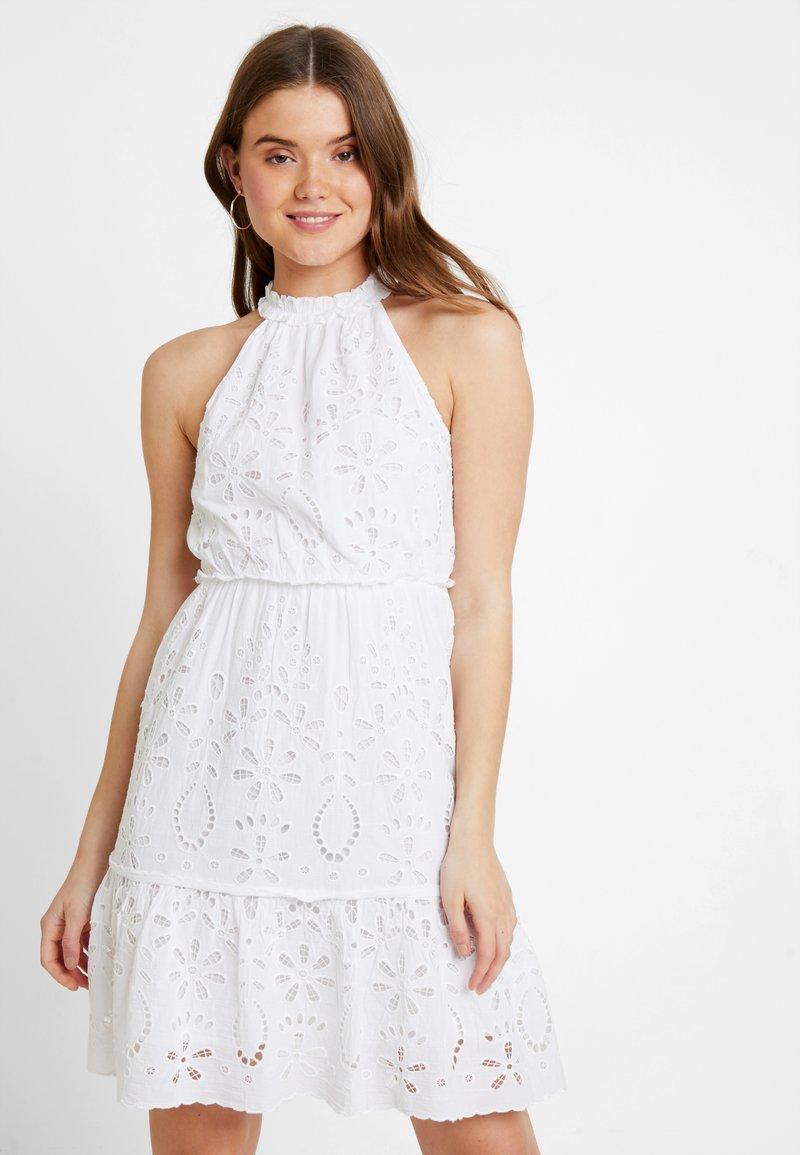 NA-KD - GRADUATION DROP HIGH NECK ANGLAISE DRESS - Denní šaty - white