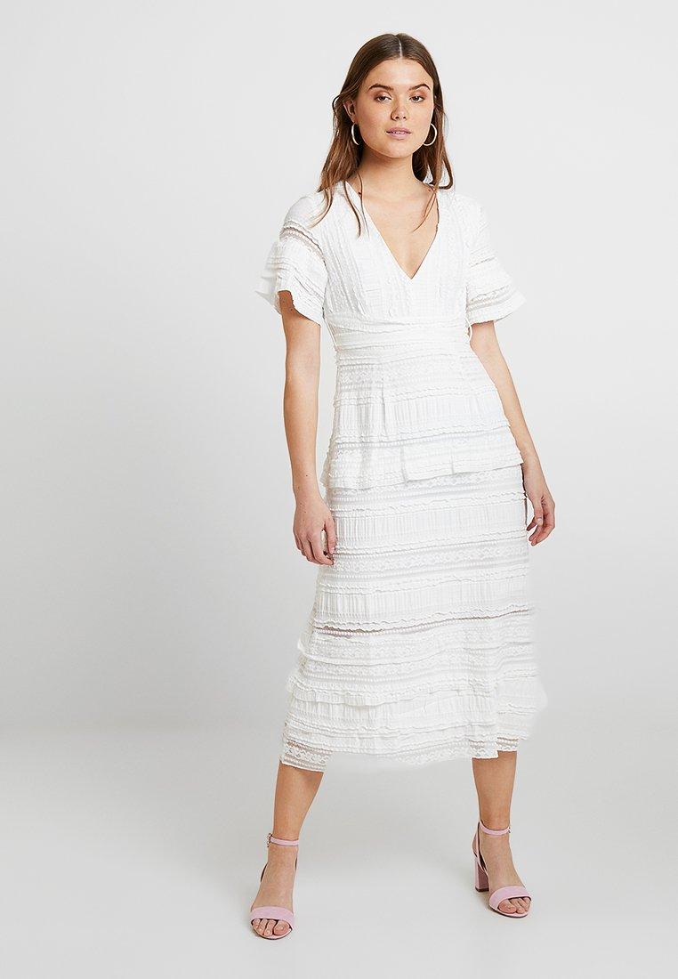 NA-KD - GRADUATION DROP SHORT SLEEVE V NECK DRESS - Maxi dress - white