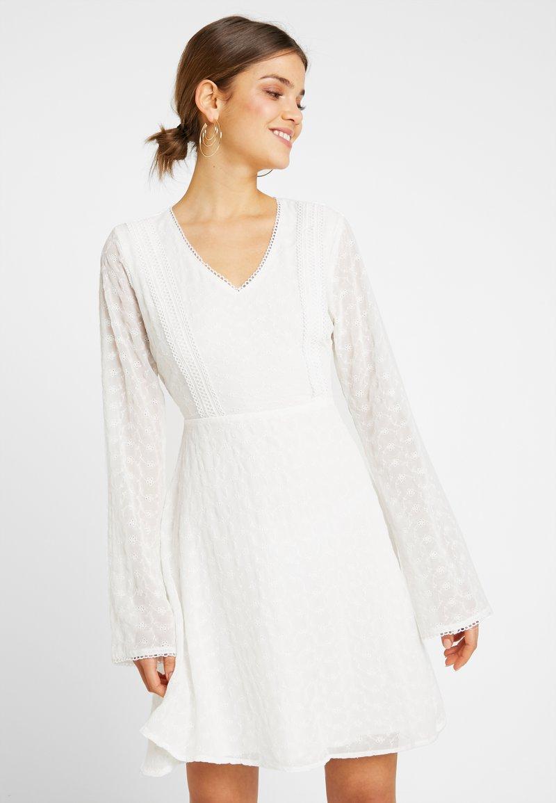 NA-KD - GRADUATION DROP V NECK DELICATE DRESS - Denní šaty - white