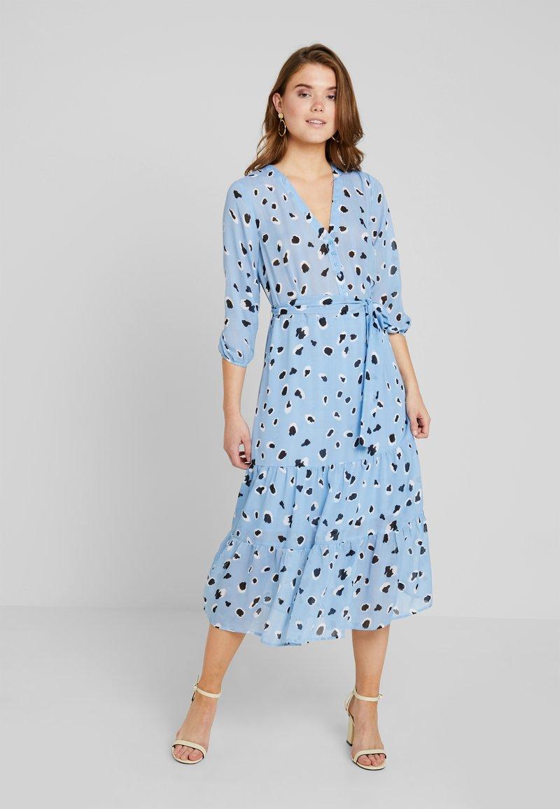 NA-KD - DOT DRESS - Skjortekjole - blue