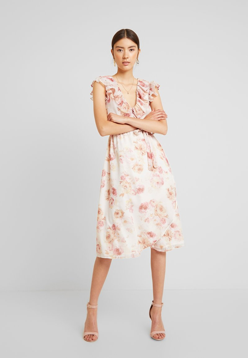 NA-KD - KARO KAUER V NECK FLOUNCE MIDI DRESS - Freizeitkleid - rose