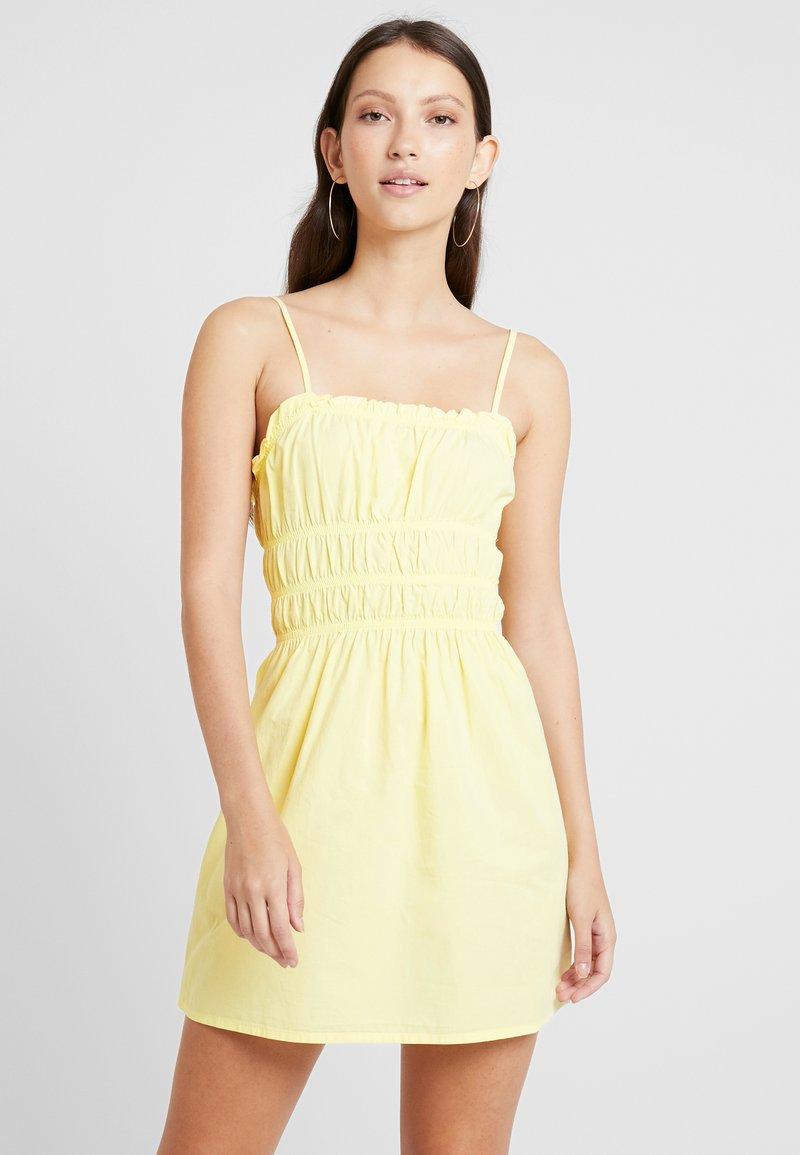 NA-KD - SMOCK MINI DRESS - Vestido informal - yellow