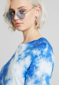 NA-KD - OVERSIZED TIE DYE DRESS - Vestito di maglina - blue - 4