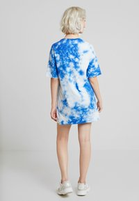NA-KD - OVERSIZED TIE DYE DRESS - Vestito di maglina - blue - 3