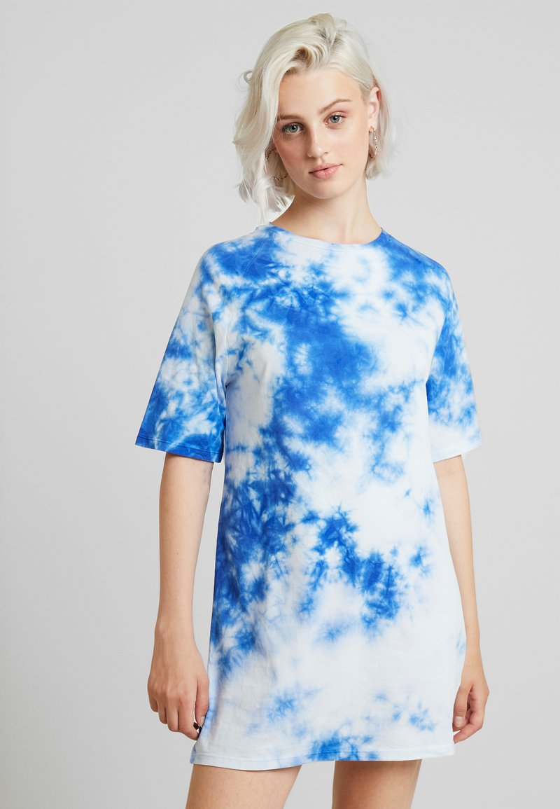 NA-KD - OVERSIZED TIE DYE DRESS - Vestito di maglina - blue