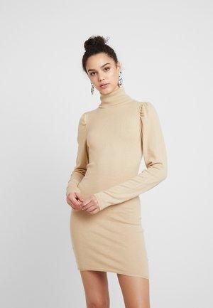 HANNA WEIG HIGH NECK PUFFY SHOULDER DRESS - Pletené šaty - beige