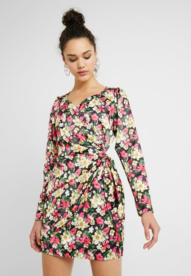 SWEETHEART NECK WRAP DRESS - Freizeitkleid - floral print