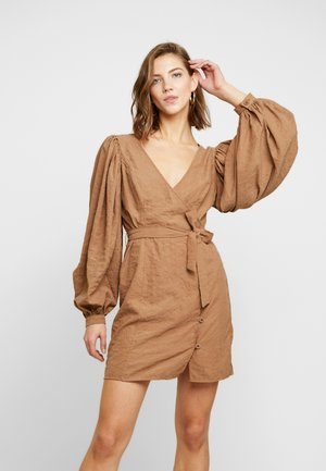 PUFF SLEEVE TIE WAIST DRESS - Vestido informal - beige