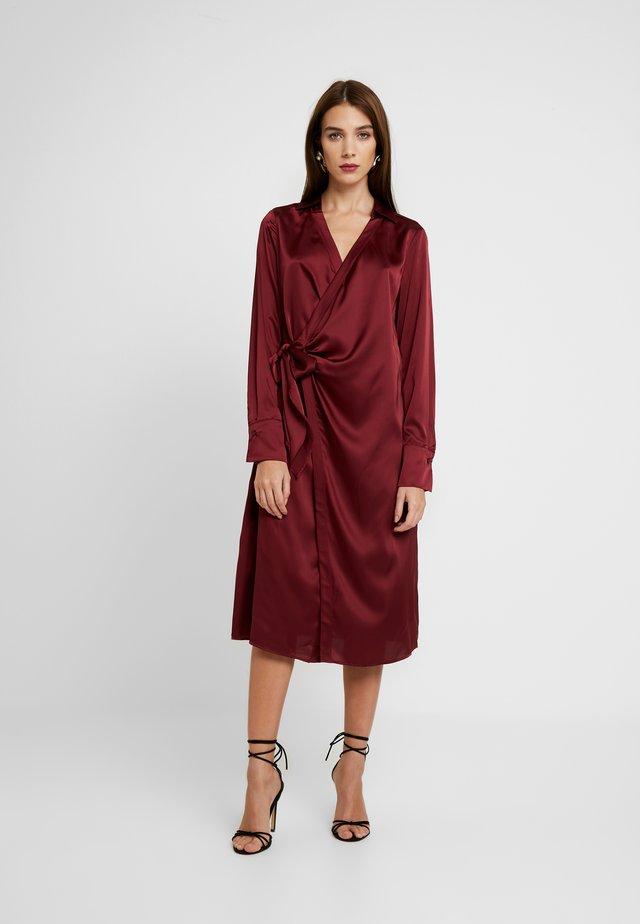 SIDE TIE MIDI DRESS - Cocktailkleid/festliches Kleid - burgundy