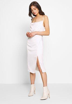 ZALANDO X NA-KD - Koktejlové šaty/ šaty na párty - white