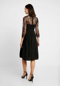 NA-KD - CONTRAST MIDI DRESS - Vestito elegante - black - 3