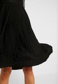 NA-KD - CONTRAST MIDI DRESS - Vestito elegante - black - 4