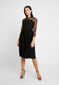 NA-KD - CONTRAST MIDI DRESS - Vestito elegante - black - 2