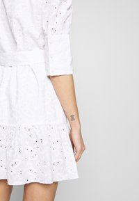 NA-KD - PUFF SLEEVE ANGLAISE DRESS - Blousejurk - white - 3
