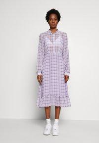NA-KD - PLAID SHEER DRESS - Maxi-jurk - purple - 0