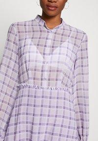 NA-KD - PLAID SHEER DRESS - Maxi-jurk - purple - 4