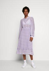 NA-KD - PLAID SHEER DRESS - Maxi-jurk - purple - 1
