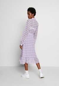NA-KD - PLAID SHEER DRESS - Maxi-jurk - purple - 2