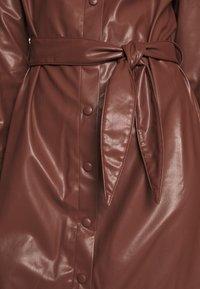 NA-KD - FAUX  BELTED SHIRT MIDI DRESS - Kjole - brown - 5