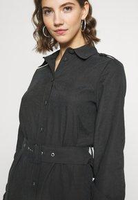 NA-KD - FRONT BUTTON BELTED DRESS - Shirt dress - black - 4