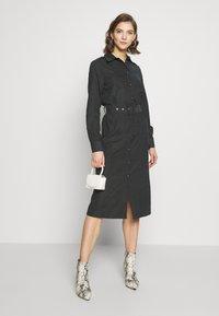 NA-KD - FRONT BUTTON BELTED DRESS - Shirt dress - black - 0