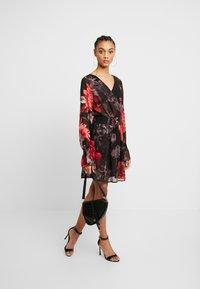 NA-KD - SMOCKED V NECK MINI DRESS - Denní šaty - multi-coloured - 2