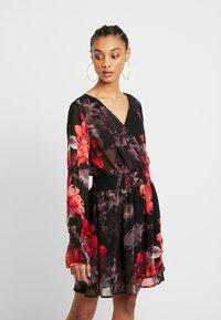 NA-KD - SMOCKED V NECK MINI DRESS - Denní šaty - multi-coloured - 0