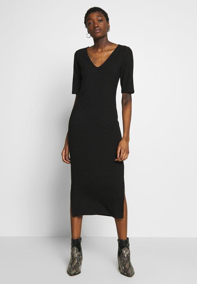 RIBBED V-NECK MIDI DRESS - Denní šaty - black