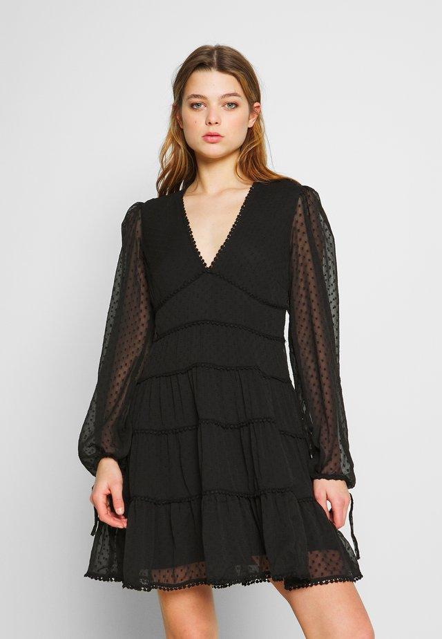Donna Romina x NA-KD - Korte jurk - black