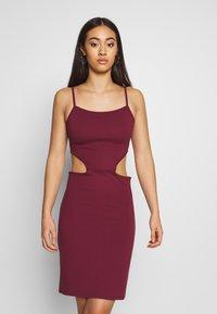 NA-KD - OPEN SIDE DETAIL DRESS - Shift dress - burgunday - 2