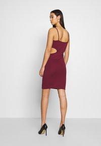 NA-KD - OPEN SIDE DETAIL DRESS - Shift dress - burgunday - 0